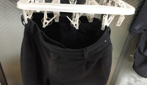 洗濯後は直ぐにハンガーにかけて乾かす