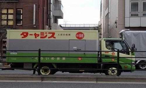 トラックの右側面に記載された文字が左右逆(スジャータのトラック)